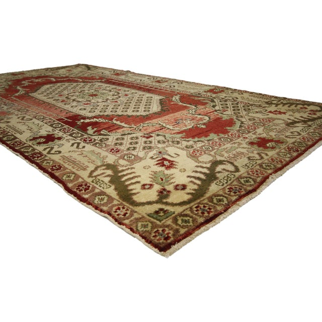 51394 Vintage Turkish Oushak Gallery Rug with Classic Medallion and Corner Motif 04'09 x 09'00. This opulent Turkish...