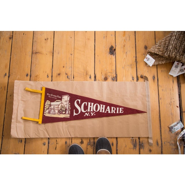 This is a vintage Schoharie, New York Old Stone Fort felt flag. Features a graphic of the Old Stone Fort built in 1772....