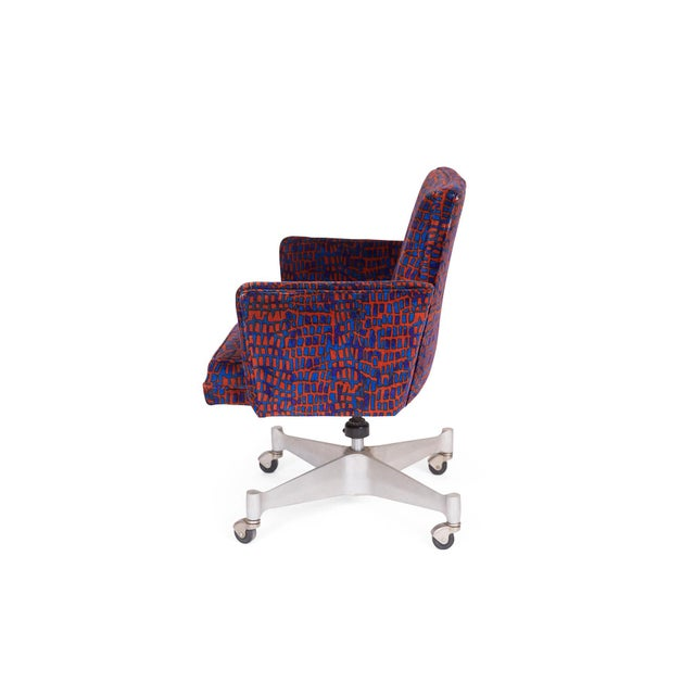 All original George Nelson for Herman Miller office chair, circa late 1960s. This example retains its stunning Jack Lenor...