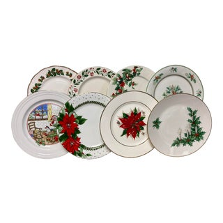 Mixed Christmas Eve Dinner Plates Set of 8 For Sale
