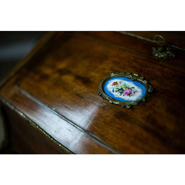 Louis XV Ladies Writing Desk from the 18th Century For Sale - Image 10 of 13