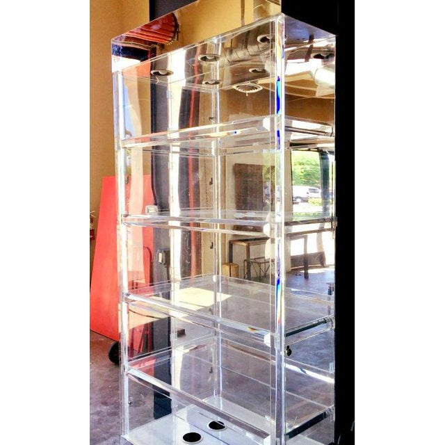 Glass Mid-Century Modern Lucite Display China Storage Display Curio Etagere For Sale - Image 7 of 8
