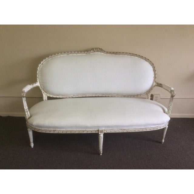Antique French Settee With Worn White Painted Finish For Sale In San Antonio - Image 6 of 12