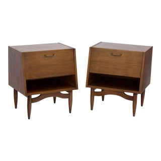 Pair of Walnut Nightstands by American of Martinsville For Sale