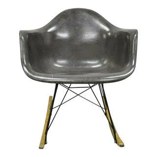 Vintage Mid Century Modern Herman Miller Eames Black Fiberglass Rar Rocking Chair For Sale