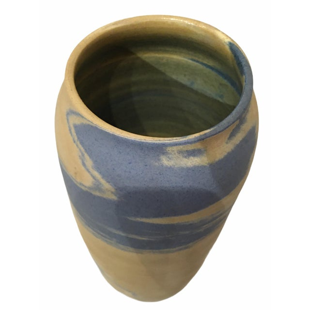 1920s Antique Early 20th Century Niloak Pottery Mission Swirl Vase For Sale - Image 5 of 7