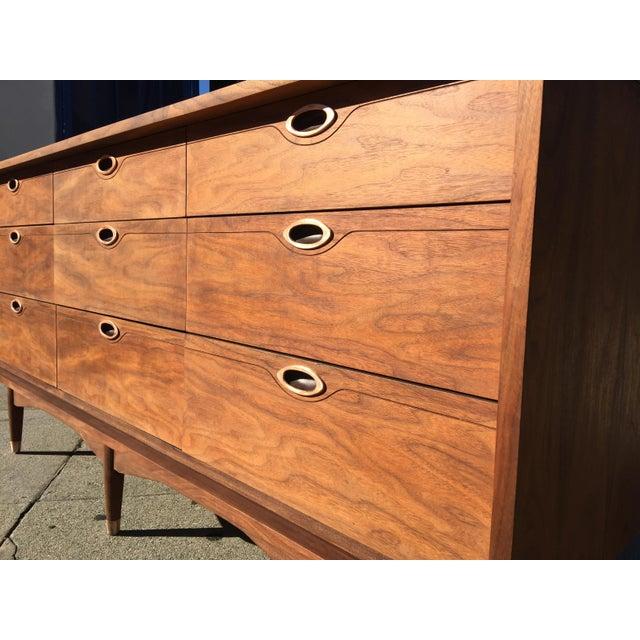 Mid-century Modern 9 Drawer Dresser by Hooker Mainline - Image 3 of 8