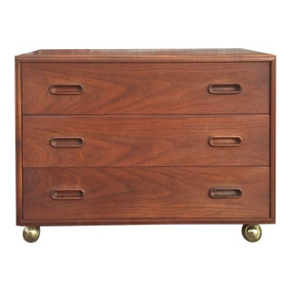 1960s Vintage Jack Cartwright for Founders Walnut Bachelor's Chest For Sale
