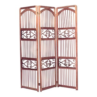 American Country style (20th Cent) stripped pine 3 fold screen with spindle design and wrought iron panels