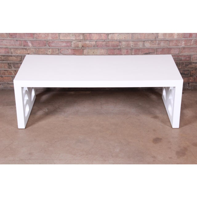 1940s Robsjohn-Gibbings for Widdicomb Hollywood Regency White Lacquered Palm Leaf Coffee Table, Newly Restored For Sale - Image 5 of 10