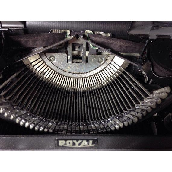 Vintage Royal Quiet DeLuxe Typewriter - Image 5 of 6