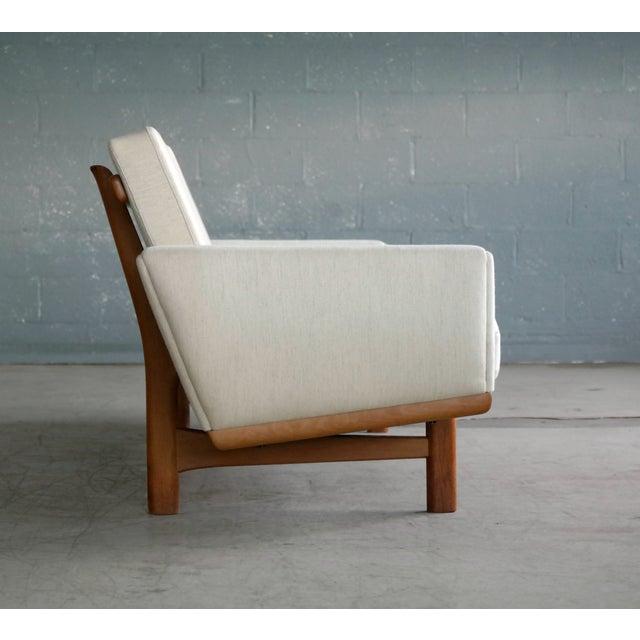 1960s Hans Wegner for Getama Model Ge-236/4 Four Seat Sofa in Oak and Beige Wool For Sale - Image 5 of 11