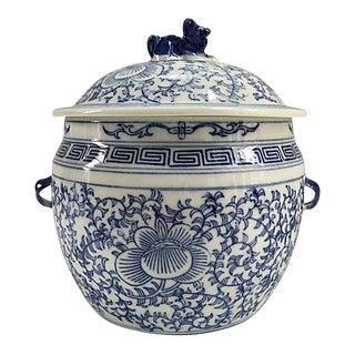 Vintage Chinese Blue & White Foo Dog Porcelain Jar For Sale