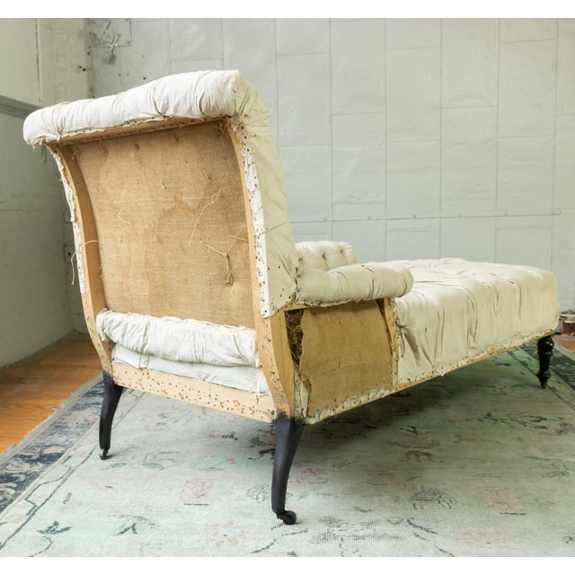 French French 19th Century Napoleon III Tufted Chaise Longue With One Long Arm For Sale - Image 3 of 10