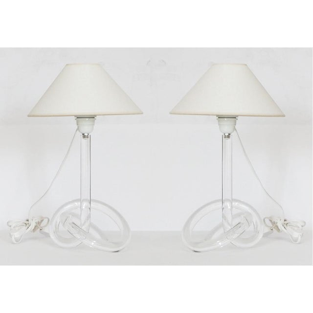 White Pair of Lucite Dorothy Thorpe Style Pretzel Lamps For Sale - Image 8 of 9