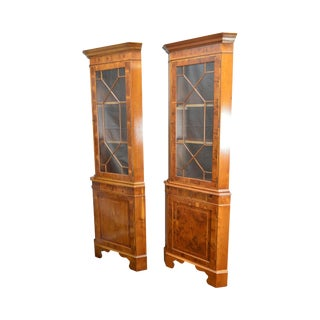 Georgian Style English Yew Wood Pair of Corner Cabinets For Sale