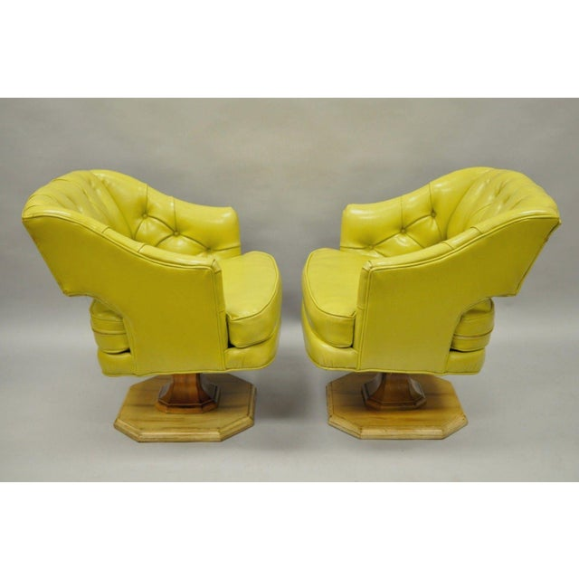 Mid-Century Modern Pair Silver Craft Green Yellow Swivel Club Lounge Chairs Mid Century Modern A For Sale - Image 3 of 12