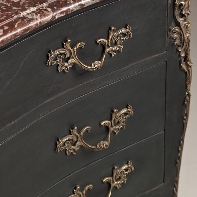 Mid 18th Century French Provincial Oak Commode, circa 1760 For Sale - Image 5 of 8