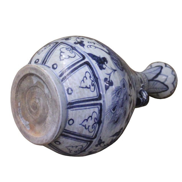 "White Chinese Blue White Porcelain Suantouping ""Garlic Head Shape"" Vase For Sale - Image 8 of 9"