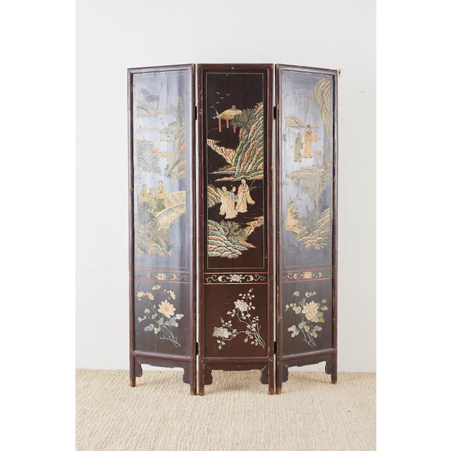 Chinese Export Three-Panel Lacquered Coromandel Screen For Sale - Image 11 of 13