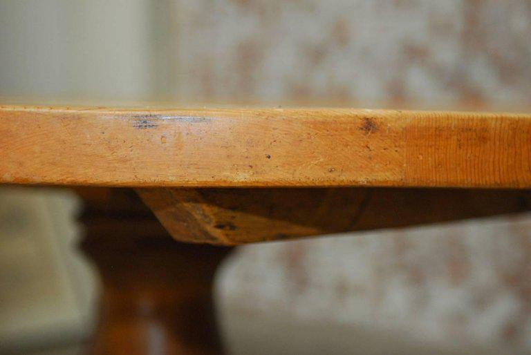 19th Century French Country Round Pine Pedestal Dining Table For Sale    Image 9 Of 10