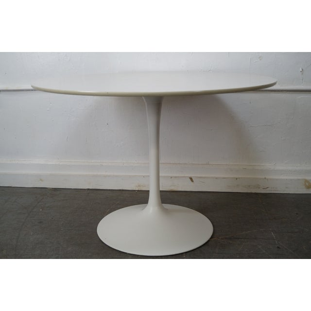 White Mid-Century Round Tulip Base Saarinen Style Dining Table by Burke For Sale - Image 8 of 10