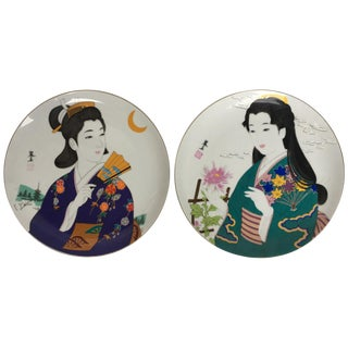 20th Century Pair of Satsuma Dishes With Gheisas Depicted For Sale