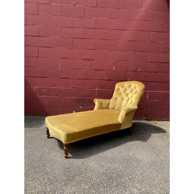 French Napoleon III Chaise Longue in Gold Velvet For Sale - Image 4 of 13