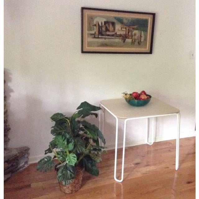 Beautiful Mid Century Modern table, true late 1960s early 1970s piece. Looks to be in the form of Knoll, not marked, had...