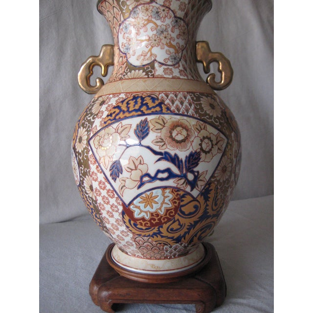 Imari Porcelain Mid 20th Century Imari Style Lamps on Wood Base - a Pair For Sale - Image 4 of 9
