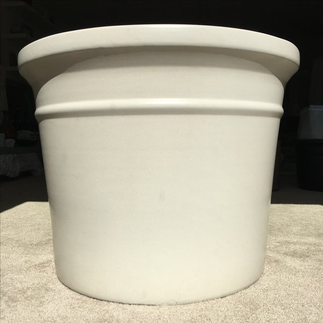 Large White Gainey Architectural Pot - Image 3 of 7