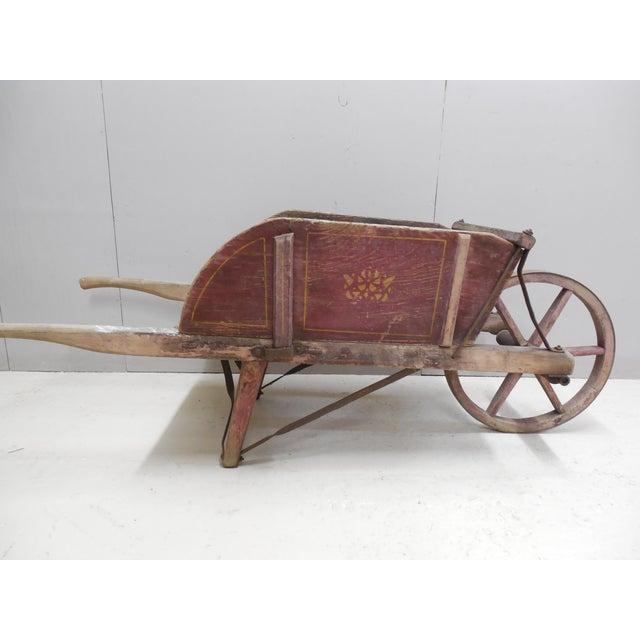 Wood Wheelbarrow: Antique Wooden Wheelbarrow Buch #2