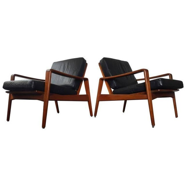 Mid-Century Modern Pair of Model 30 Lounge Chairs by Arne Wahl Iversen for Komfort For Sale - Image 3 of 3