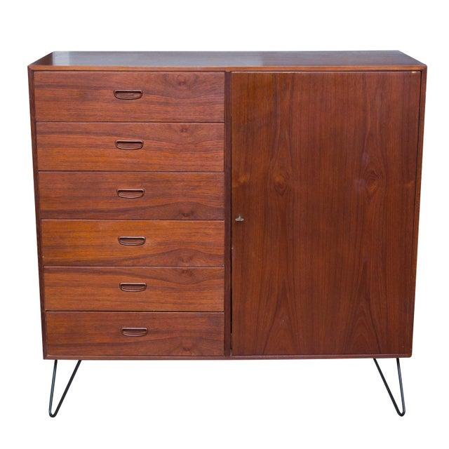 Arne Wahl Iversen for Vinde Mobelfabrik Danish Modern Teak Dresser For Sale