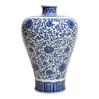 Hand-Painted Blue and White Porcelain Flower Vase For Sale