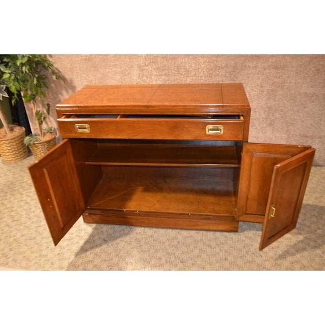 Brown Vintage Ethan Allen Campaign Style Flip Top Server For Sale - Image 8 of 13