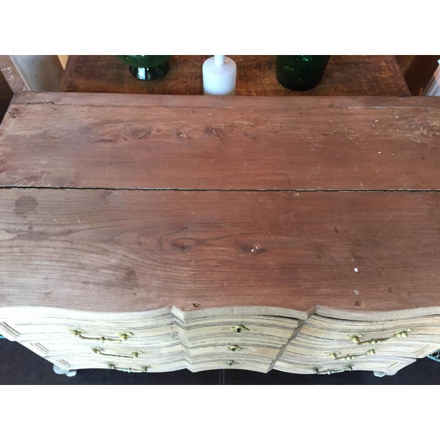 Late 18th Century French Bleached Oak Three Drawer Commode For Sale In Nashville - Image 6 of 10
