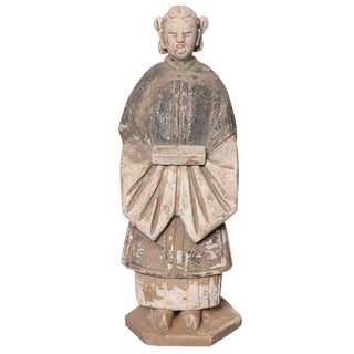 16th Century Ming Dynasty Terracotta Statuette of Woman Holding a Food Box For Sale