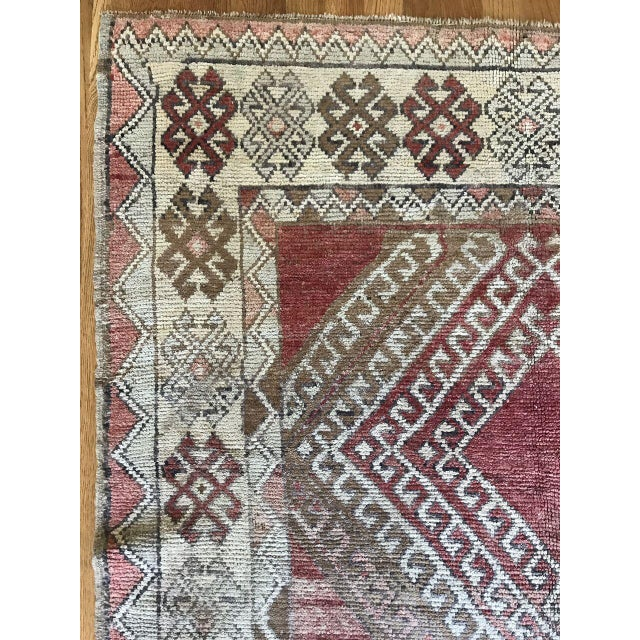 "Gorgeous hues of red and earth tones in this ""Justin"" rug."
