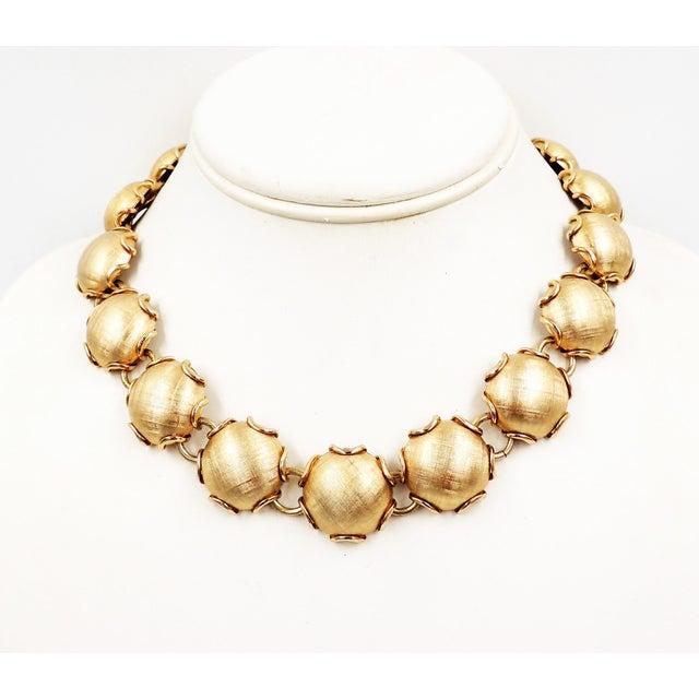 Gold 1950s Napier Goldtone Florentine Finish Necklace For Sale - Image 8 of 8
