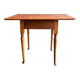 18th C. American Queen Anne Tiger Maple Queen Anne Tavern or Side Table For Sale