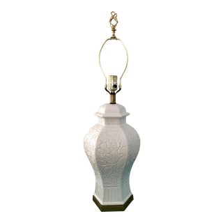 1960s Chinoiserie White Ginger Jar Lotus Flower Lamp For Sale