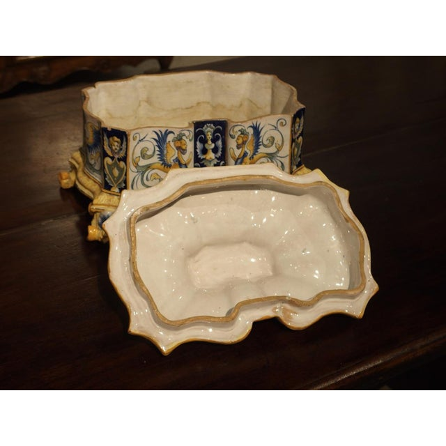 19th Century Italian Renaissance Style Majolica Box For Sale - Image 11 of 12