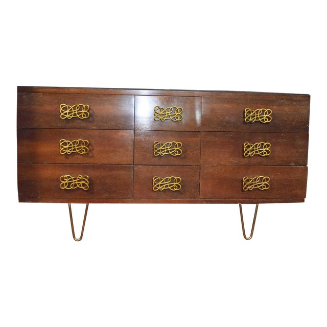 Mid-Century Modern Dresser With Large Decorative Pulls and Pin Legs For Sale