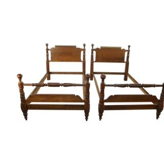 1980s Traditional Sprague Carlton Solid Maple Pair of Cannonball Twin Size Beds - a Pair For Sale