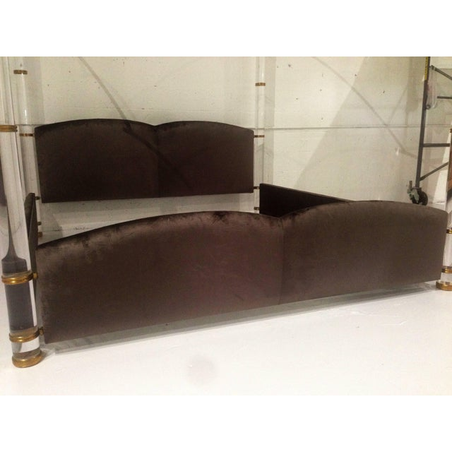 """Mid-Century Modern """"In the Clouds"""" King-Size Lucite and Brass Poster Bed by Marcello Mioni For Sale - Image 3 of 7"""