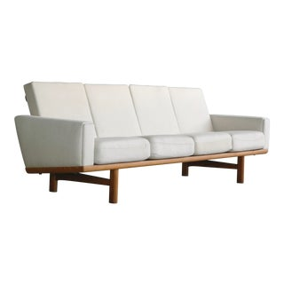 Hans Wegner Four Seat Sofa Model Ge-236/4 in Oak and Beige Wool for Getama For Sale