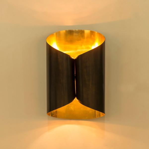 Minimalistic in design, the Rivoli sconce delivers with it's beautiful hand formed brass interior and matte black exterior.