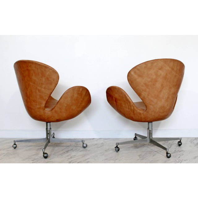 Arne Jacobsen Mid-Century Modern Arne Jacobsen Frtiz Hansen Swivel Leather Swan Chairs - a Pair For Sale - Image 4 of 7