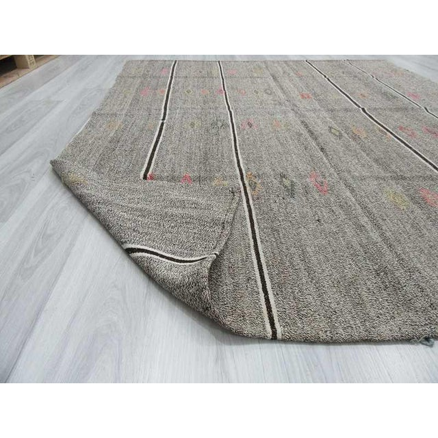 Vintage Embroidered Grey Turkish Kilim Rug - 6′ × 7′5″ For Sale In Los Angeles - Image 6 of 6